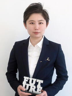 Yingying Cong with Future Award